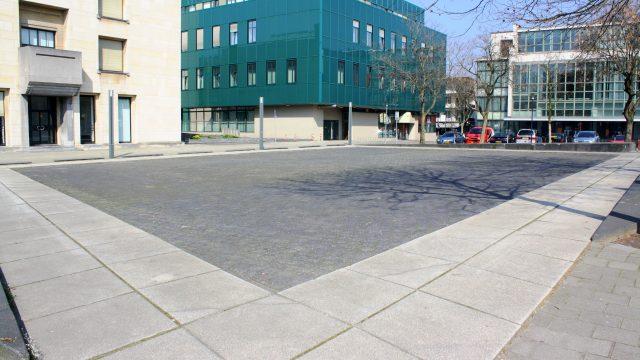 h6r2-v04 Raadhuisplein - Parallellogram-Henk van Bennekum-1987