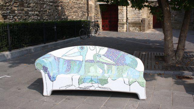 h6r1-u13 Pancratiusplein e.a. in het centrum - Stenen bank beschilderd door lokale kunstenaar-2013