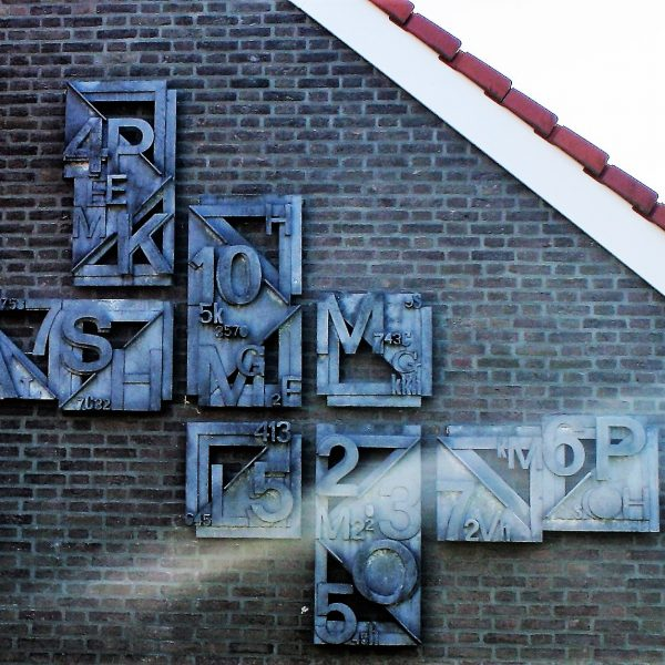 h6r2-e11 Het Overloon - Gebr. Hennenstraat - Cijfers en letters - Theo Lenartz