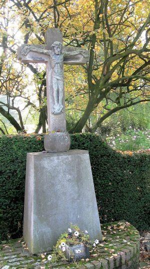 h6r3-t02 - Zandweg - Kruisbeeld-Corpus door Sjef Drummen