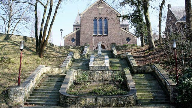 h6r4-e01 Gerard Bruningstraat - R.K. kerk Verschijning van de onbevlekte maagd