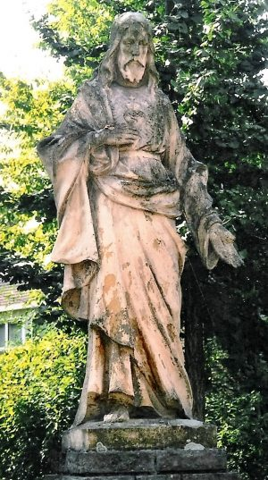 h6r7-i05 Marktplein - Christusbeeld-Geschenk van de firma Van Ballegooi