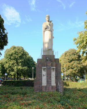 h6r7-k04 Pius XII-plein - H. Hartbeeld-Sjef Eijmael- Nieuw Lotbroek