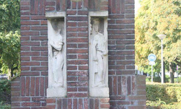h6r7-k05 Pius XII-plein - H. Hartbeeld - Nieuw Lotbroek