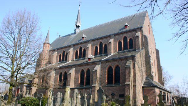 h6r7-o02 Juliana- Bernhardlaan - R.K kerk Nieuwe St. Jan
