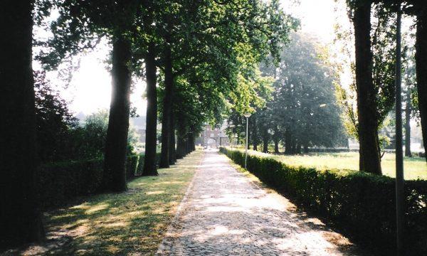 h6r7-o09 Juliana Bernhardlaaan - Oprijlaan kasteel