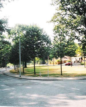 h6r7-t06 Zandbergsweg - Pleintje voor de kerk