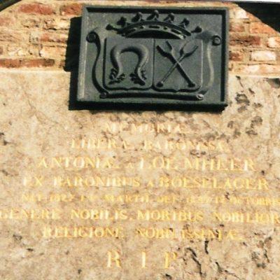 bkr3-a04 Akerstraat wapen op kerkhofkapel
