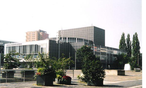h6r1-i02 Burg. Van Grunsvenplein - De Stadsschouwburg - F.Peutz - 1961 - gerestaureerd 2005-2007