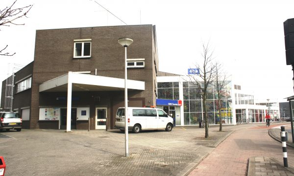 h6r1-j03 Stationsplein - Voorm. station