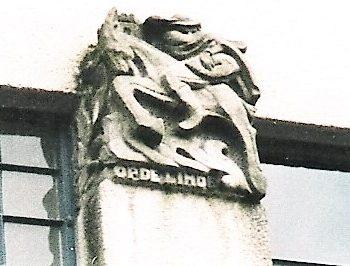 R3a9b-Kruisstraat Hoek Oude Lindenstraat - Bokkerijder op de zijgevel- Charles Vos