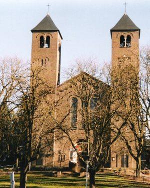 R5a8-Corneliusplein - St. Corneliuskerk