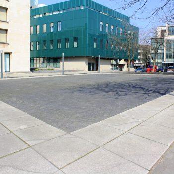 bkr2-o02 Raadhuisplein - Parallellogram-Henk van Bennekum-1987 (weg)