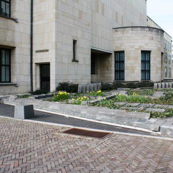 bkr2-o03 Raadhuisplein - Archeologische puzzel-Tine van de Weyer-1987