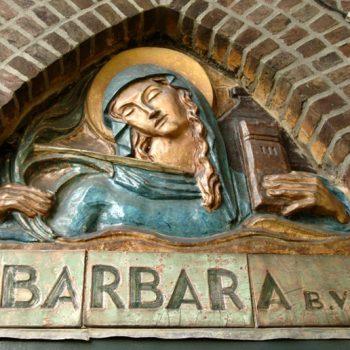 bkr5-k04 Beersdalweg - St. Barbara boven ingang kerk