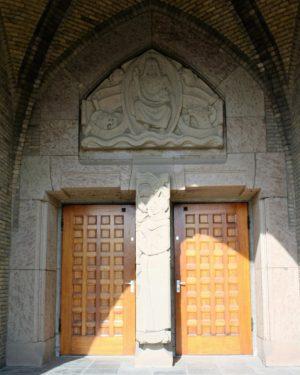 bkr5-k05 Beersdalweg - Kerkportaal met St Antonius-Charles Vos