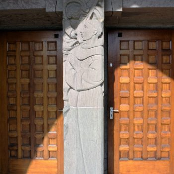 bkr5-k06 Beersdalweg - Kerkportaal met St Antonius-Charles Vos