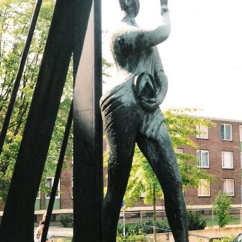 bkr5-u01 Passartweg - Vrouw met duif-Wim van Hoorn
