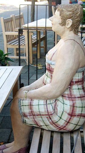 bkr6-f05 Weltertuynstraat - Vrouw bij voorm. restaurant De Thun