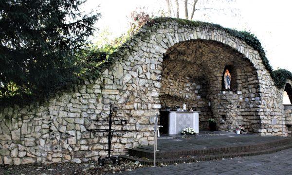 h6r7-y04 Randweg-Lourdesgrot