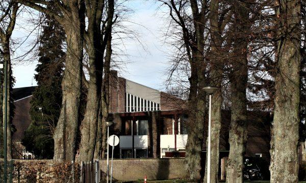 h6r7-y08 Randweg-Laantje achter de kerk