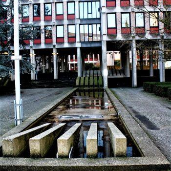 h6r2-f04a Kloosterweg- Oude CBS- Kunstwerk - Eugene Terwindt (1)