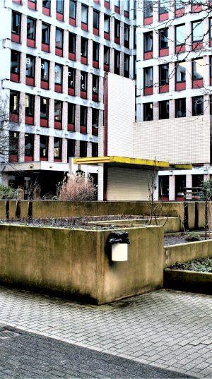 h6r2-f04c Kloosterweg- Oude CBS- Kunstwerk - Eugene Terwindt (2)