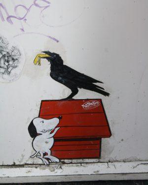 Muurschildering: Vogel in de Saroleastraat