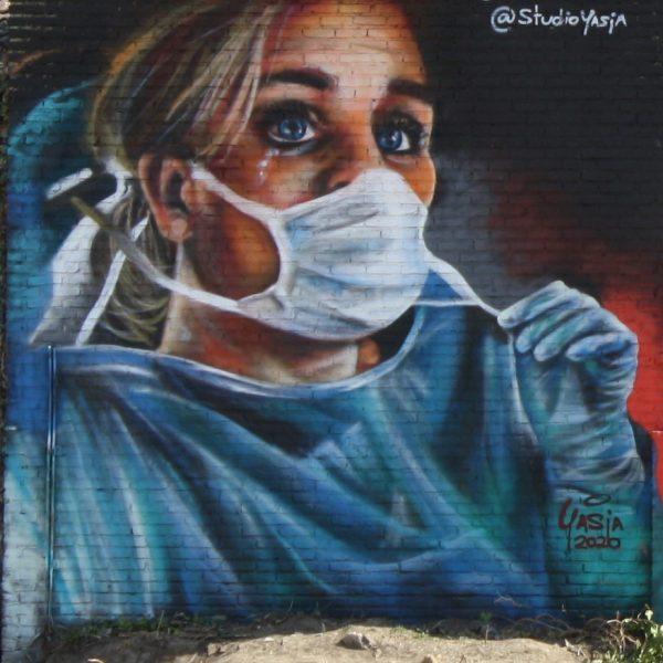 04-08 Spoorsingel - Corona verpleegster (2)
